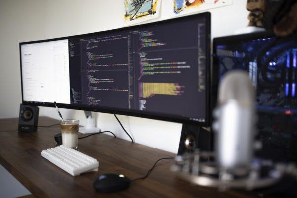 パソコンでプログラミング